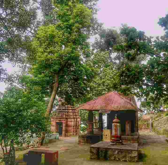 The best time to visit Buddhakhol is during winter
